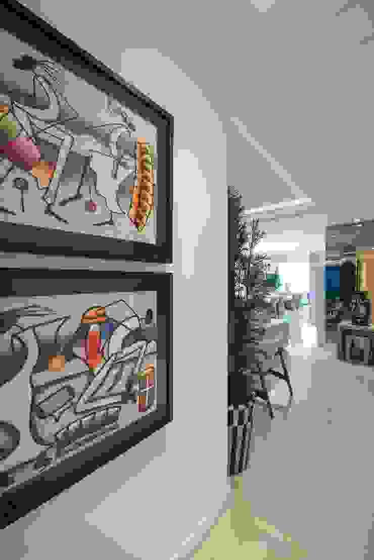 Refúgio à beira mar Paredes e pisos modernos por Actual Design Moderno