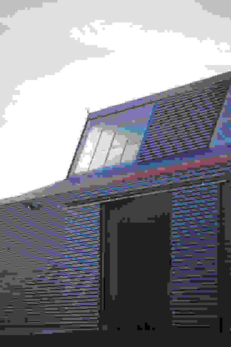 Nhà để xe/nhà kho phong cách hiện đại bởi Christian Larroque Hiện đại
