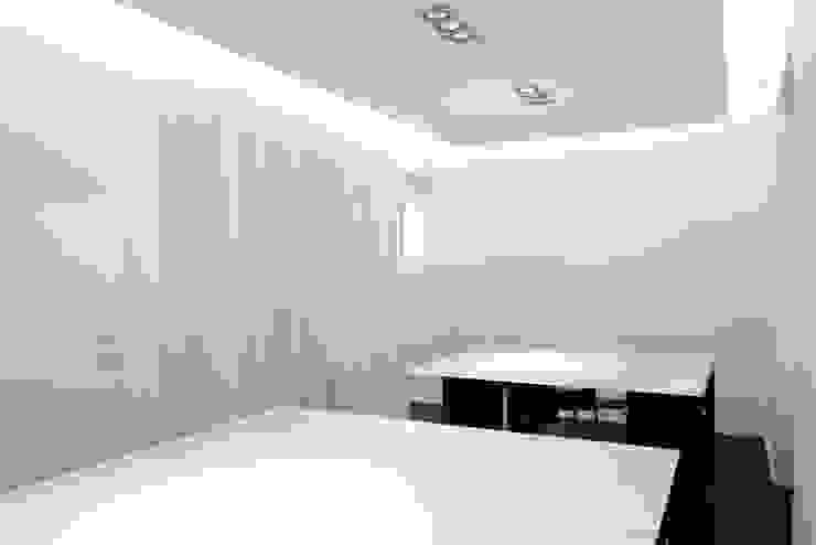 White Office Stadi in stile minimalista di PLANAIR ® Minimalista