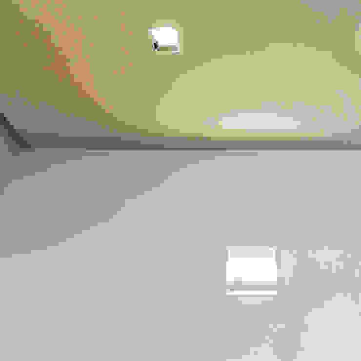 White Apartment Soggiorno minimalista di PLANAIR ® Minimalista