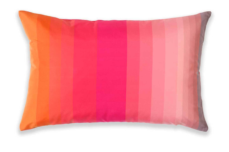 """Designkissen """"Stripes Peach-Dragonfruit"""" Vorderseite: modern  von Anna Wand,Modern"""
