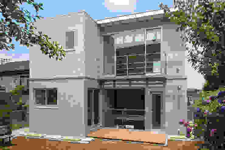 南側外観 モダンな 家 の 株式会社フォルムス/FORMS モダン