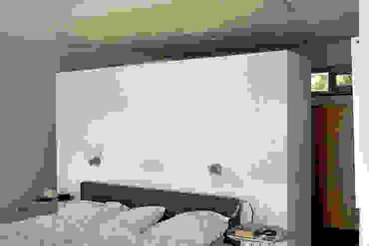 Eclectic style bedroom by PHOENIX, architectuur en stedebouw Eclectic