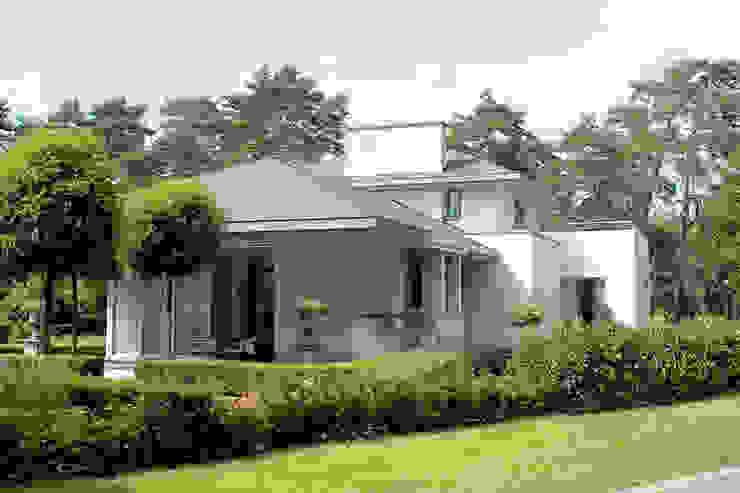 Eclectic style houses by PHOENIX, architectuur en stedebouw Eclectic