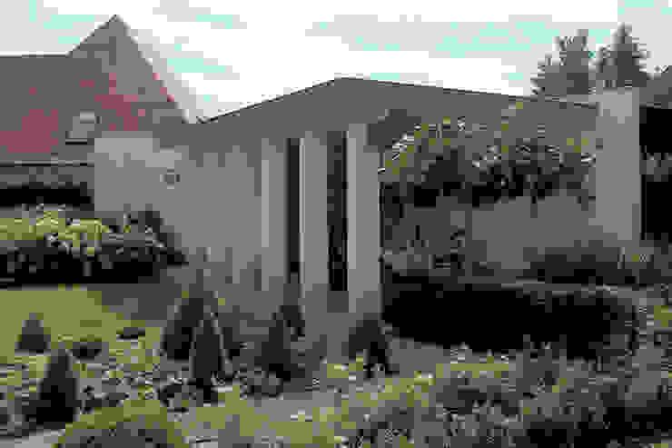 woonhuis in Achel [België]:  Terras door PHOENIX, architectuur en stedebouw, Eclectisch