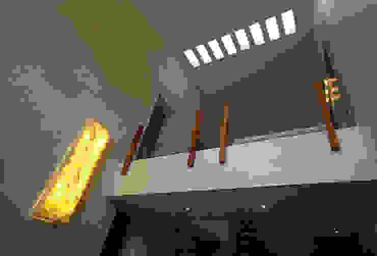 CASA 2 EN PUERTO AVENTURAS Pasillos, vestíbulos y escaleras minimalistas de axg arquitectos Minimalista