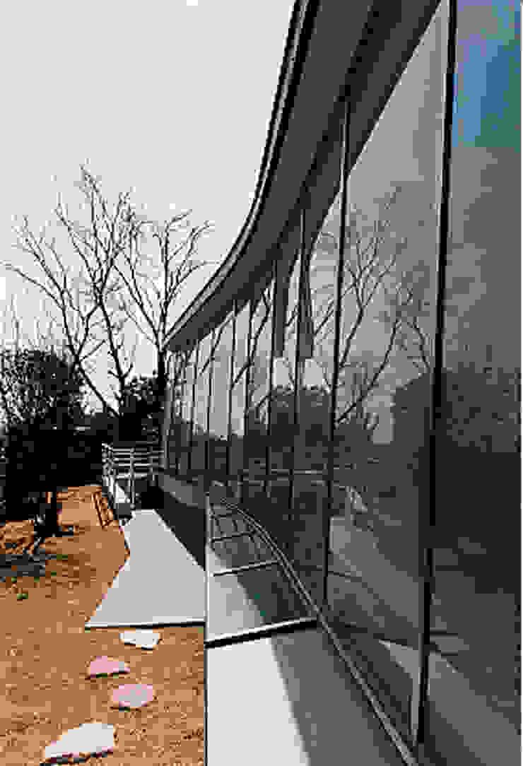 RH-2 の Ryuji Koyama Architects & Associates 小山隆治建築研究所