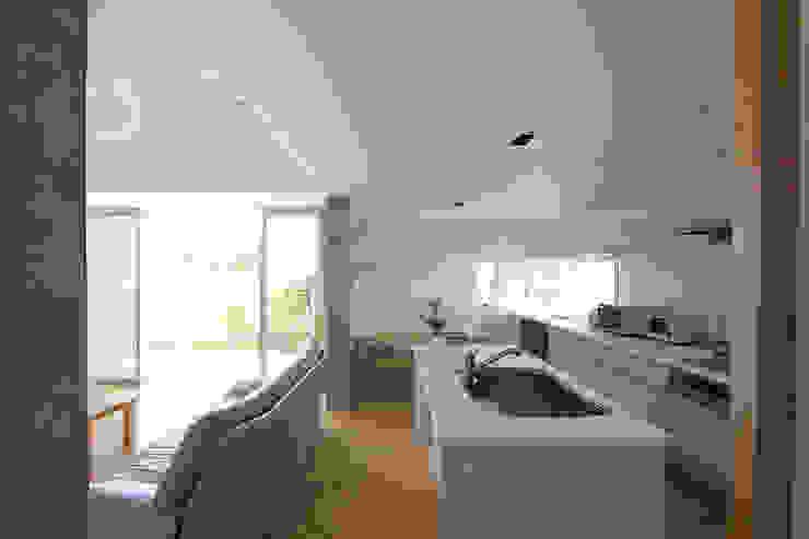 木の下のマテリアル 和風の キッチン の Kazuto Nishi Architects 和風