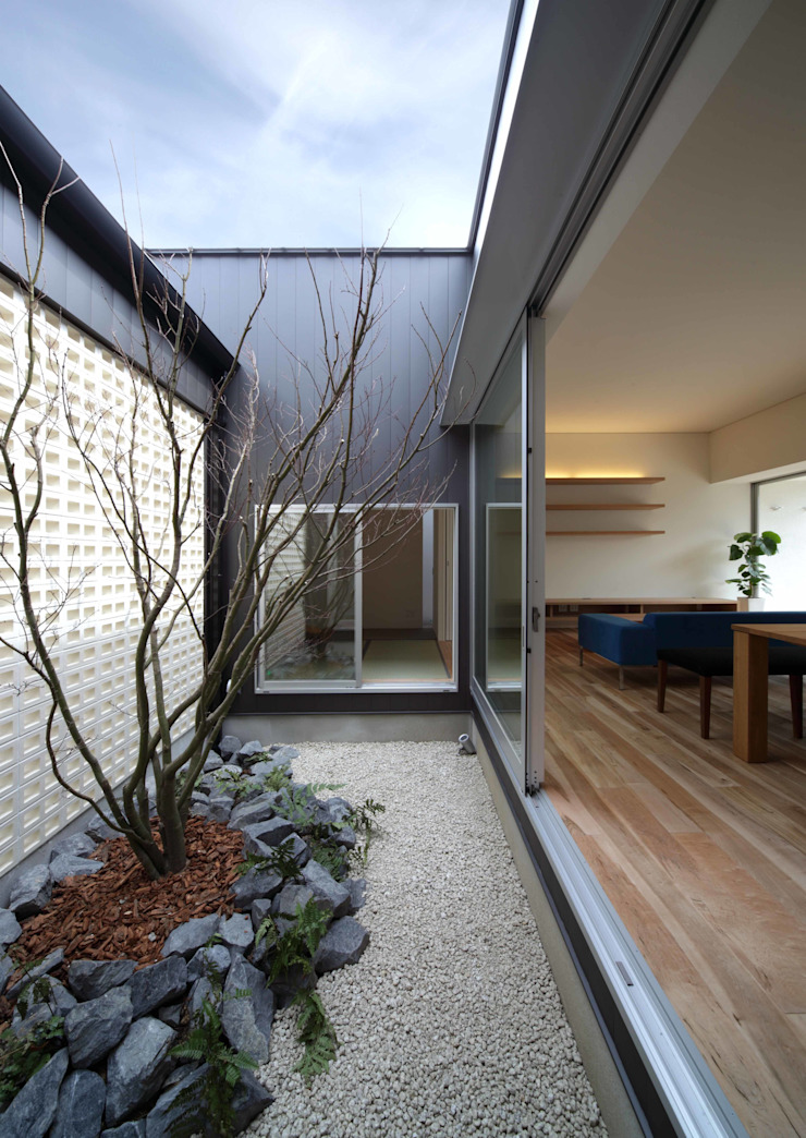 一宮の家: YOKOI TSUTOMU architectsが手掛けた折衷的なです。,オリジナル
