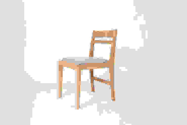 white oak x fabric basic chair: 톤 퍼니처 스튜디오의 현대 ,모던