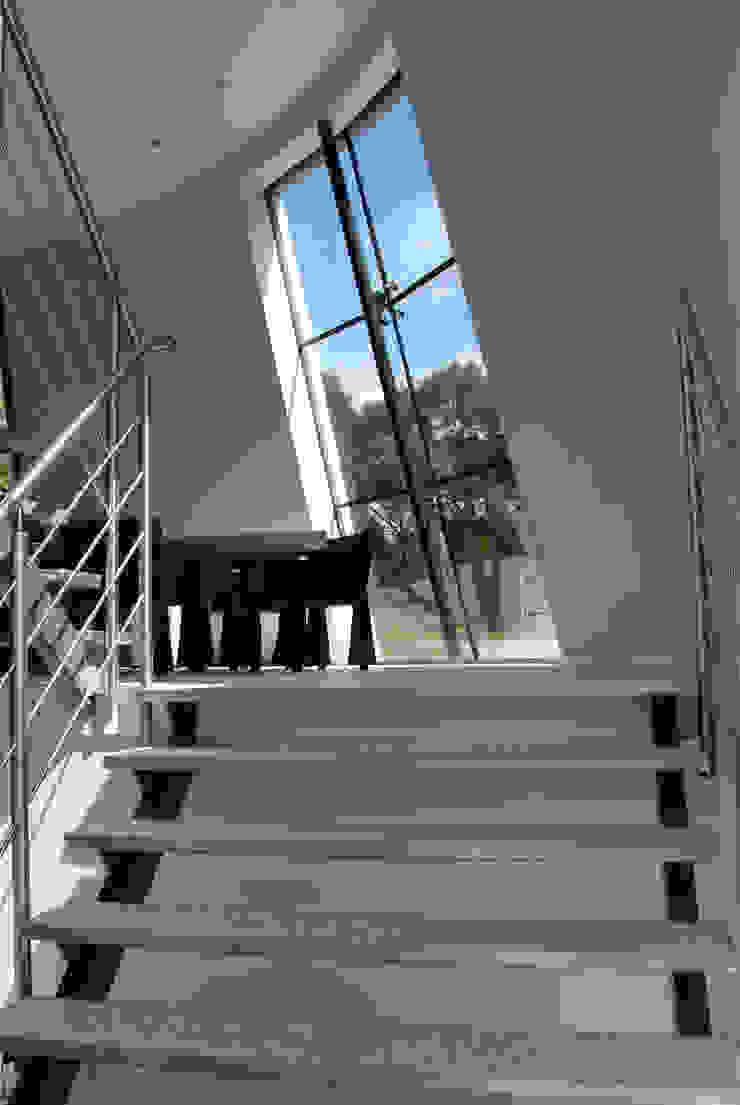 Villa Beekbergen Moderne gangen, hallen & trappenhuizen van Factor Architecten Modern