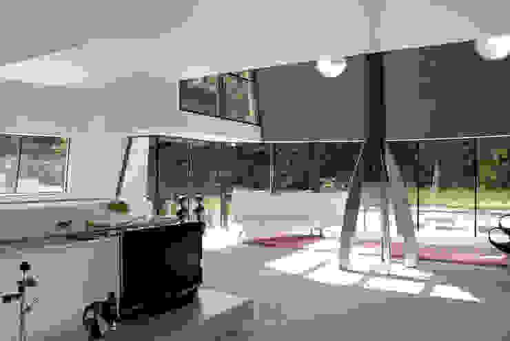 现代客厅設計點子、靈感 & 圖片 根據 Factor Architecten 現代風