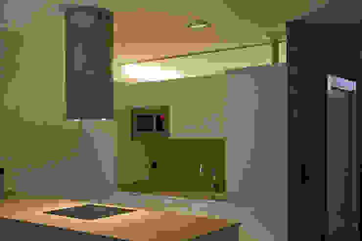 REFORMA INTEGRAL DE VIVIENDA Cocinas de estilo moderno de BASA ARQUITECTURA S COOP PEQ P Moderno
