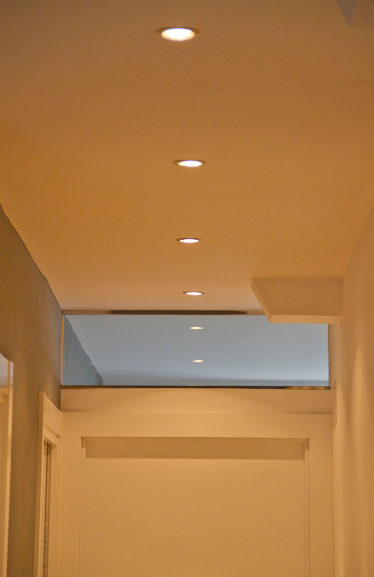 REFORMA INTEGRAL DE VIVIENDA Paredes y suelos de estilo moderno de BASA ARQUITECTURA S COOP PEQ P Moderno