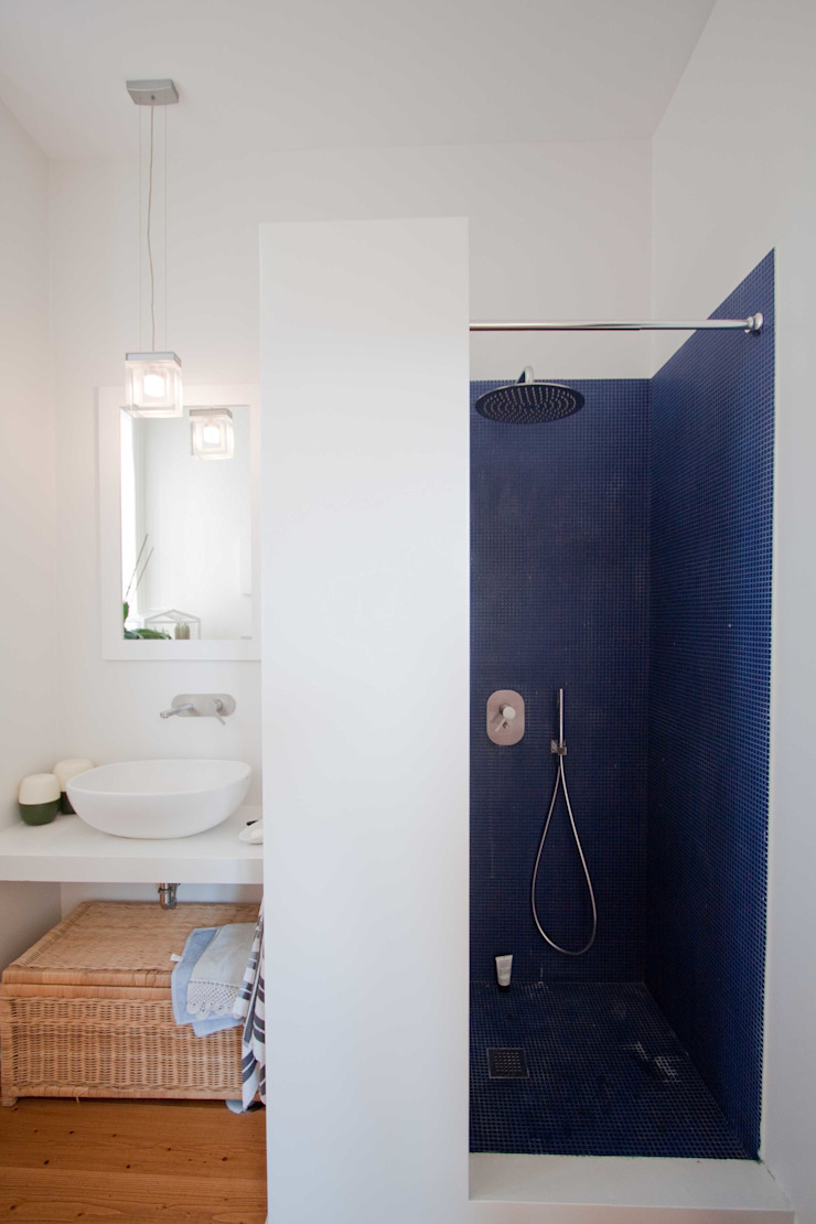Minimalist bathroom by Anomia Studio Minimalist
