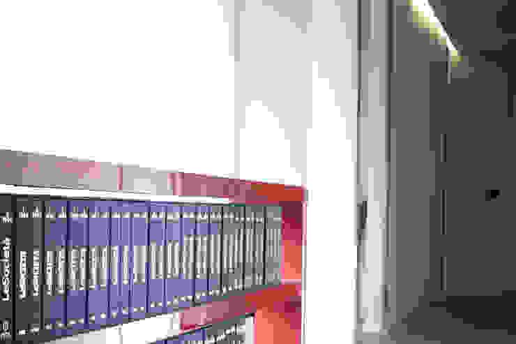 STUDIO LEGALE via Corridoni Complesso d'uffici moderni di Difinoarchitetti Moderno