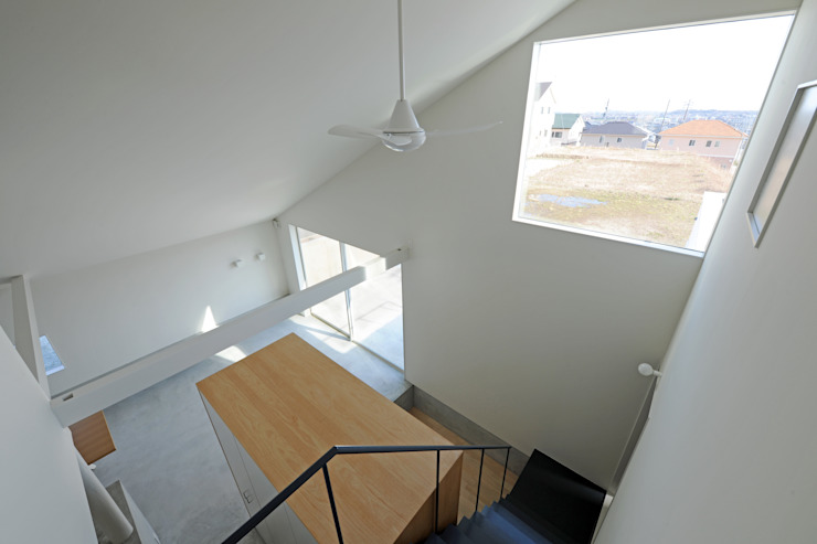 市原忍建築設計事務所 / Shinobu Ichihara Architects Modern Corridor, Hallway and Staircase