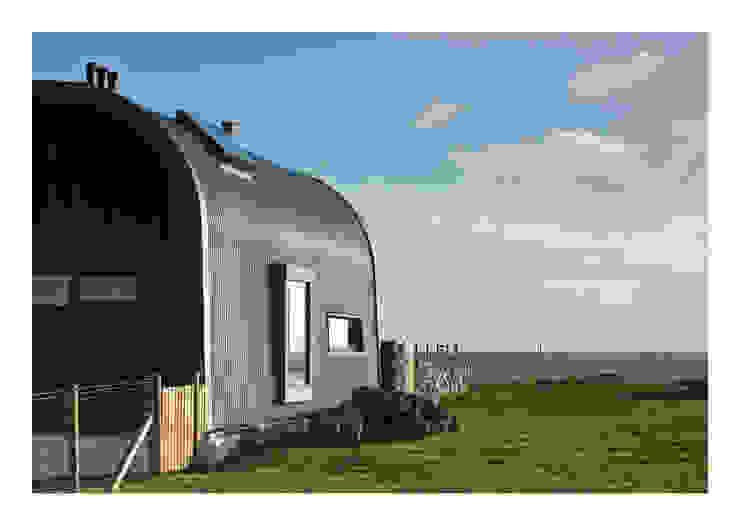 House No. 7 Casas rústicas de Denizen Works Rústico