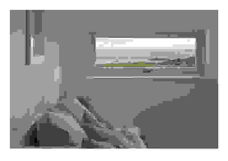 House No. 7 Denizen Works Rustikale Schlafzimmer
