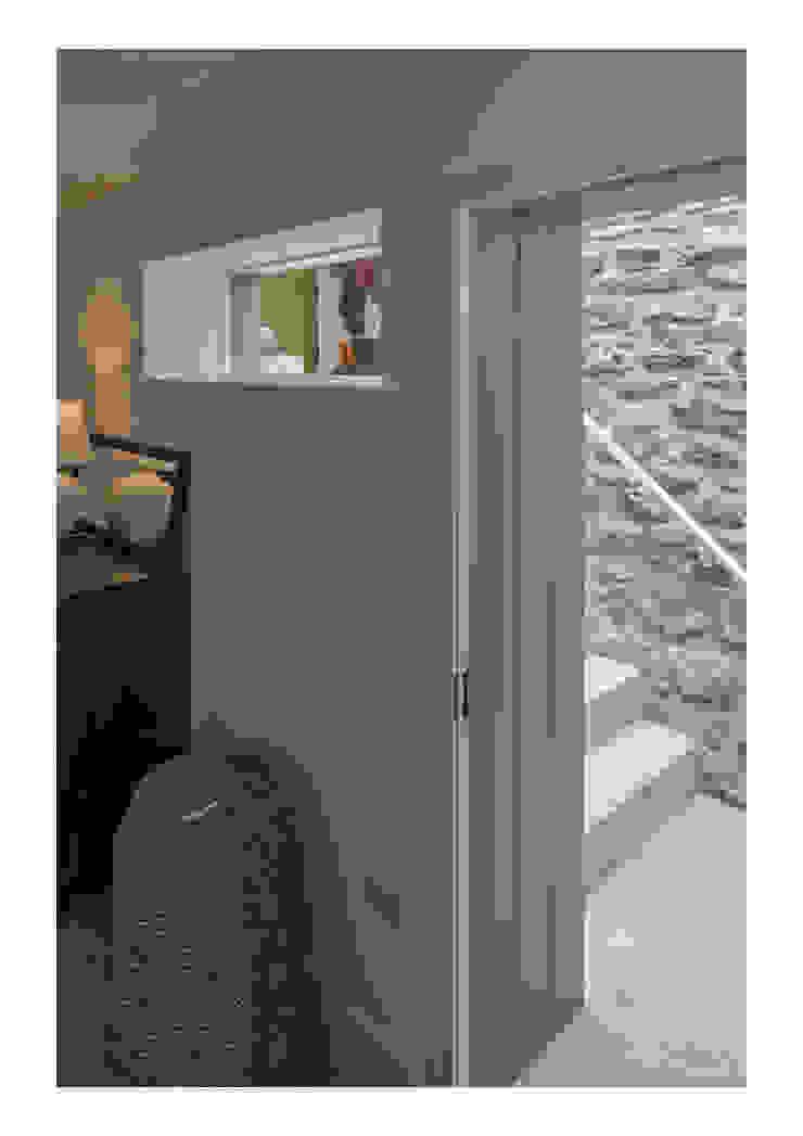 House No. 7 Puertas y ventanas rústicas de Denizen Works Rústico