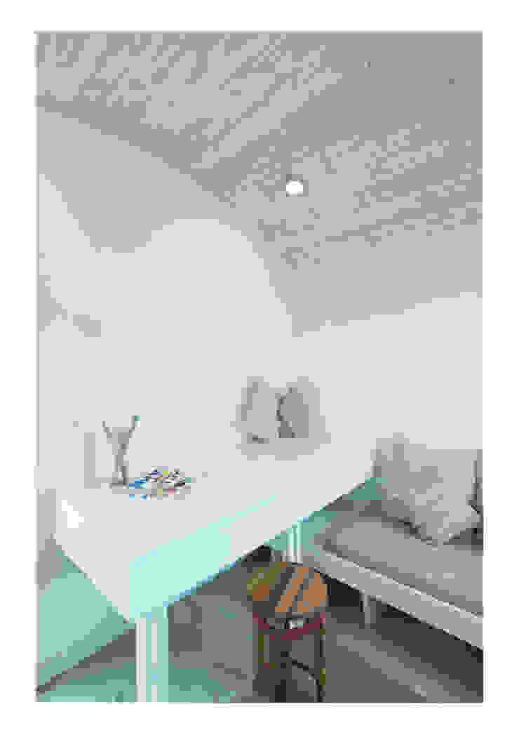 House No. 7 Estudios y oficinas rústicas de Denizen Works Rústico