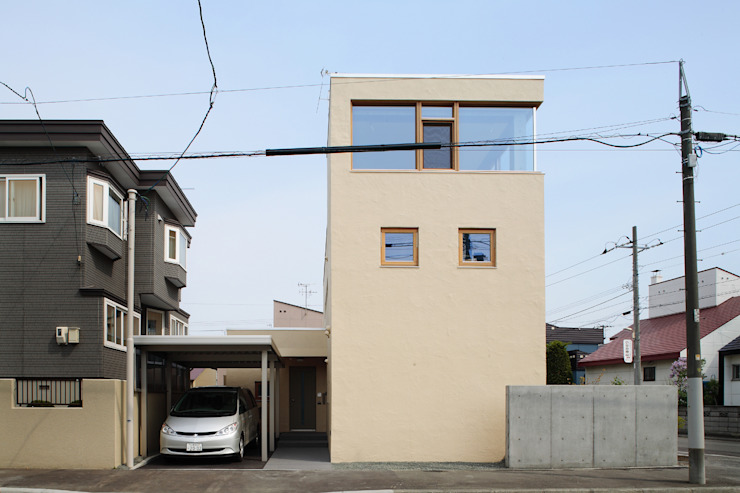 Case moderne di 有限会社松橋常世建築設計室 Moderno