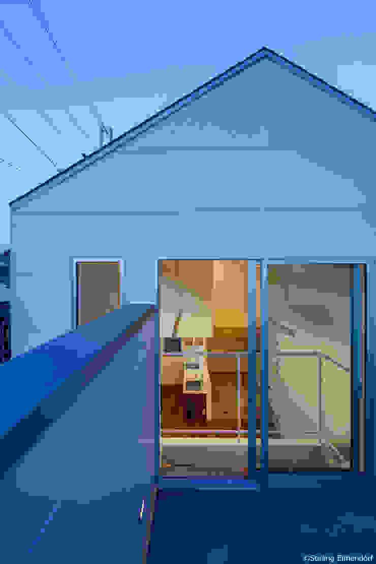 カタピラ/京都の変形狭小地に建つ住宅 モダンな 家 の 片岡英和建築研究室 モダン