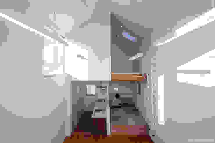 Modern houses by 片岡英和建築研究室 Modern