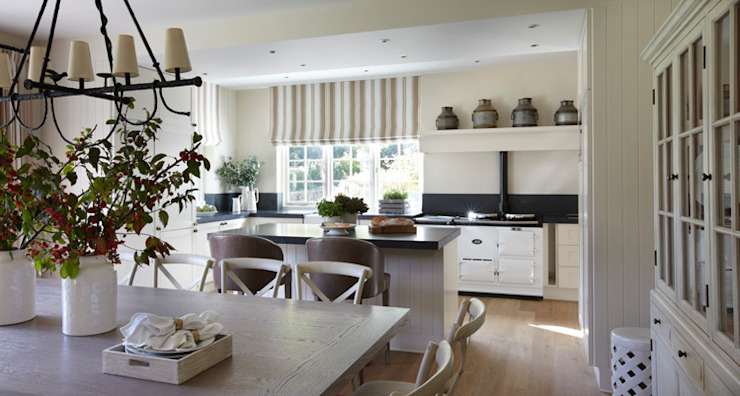 Country House, Hampshire Wiejska kuchnia od Helen Green Design Wiejski
