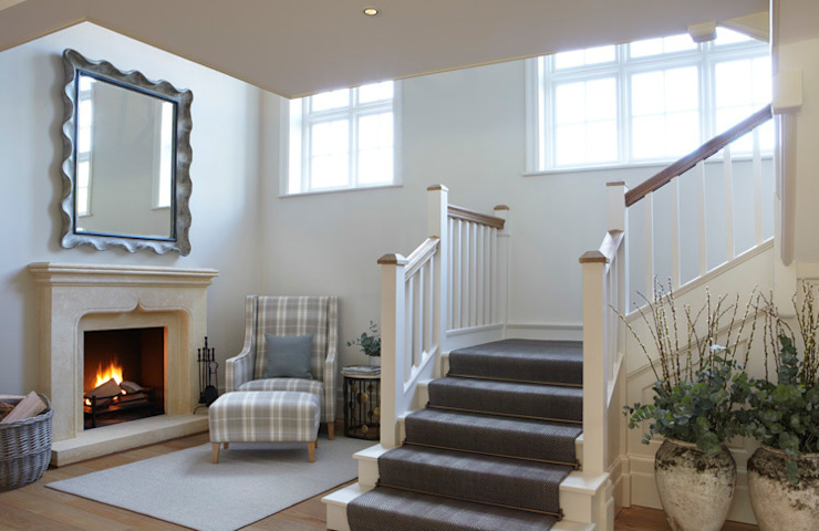 Country House, Hampshire Country style corridor, hallway& stairs by Helen Green Design Country