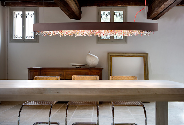 A real winner, from the Venice area por Italian Lights and Furniture Ltd Moderno