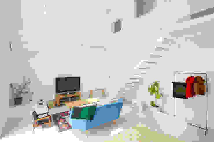 Trapezium House モダンデザインの リビング の Kichi Architectural Design モダン