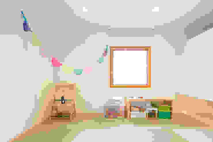 Trapezium House モダンデザインの 多目的室 の Kichi Architectural Design モダン