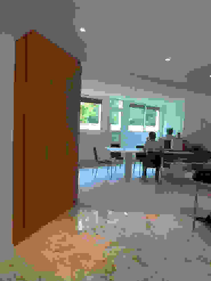 Espace à vivre Maisons modernes par Architectures² Moderne