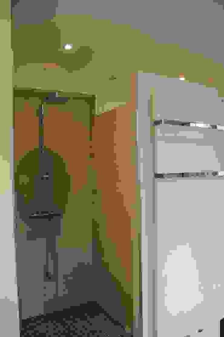 Création d'une salle de bain Maisons modernes par Architectures² Moderne