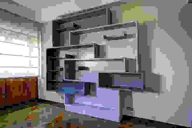 Libreria Soggiorno moderno di Federico Celletti Moderno