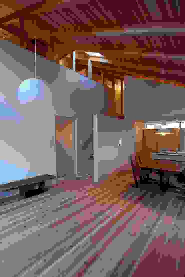 SATE -扠- モダンデザインの リビング の 作人 -Architecture Design Sakutto- モダン