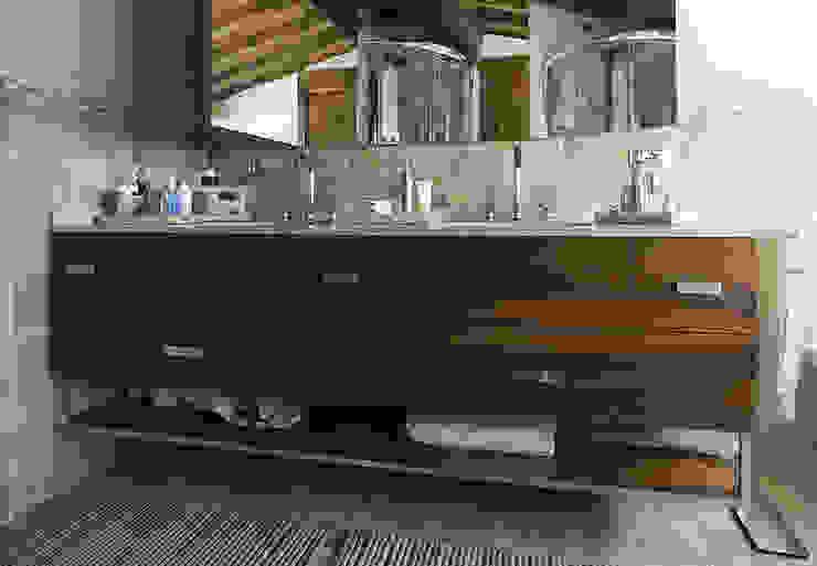 Bagni Bagno moderno di Arredamenti Caneschi srl Moderno
