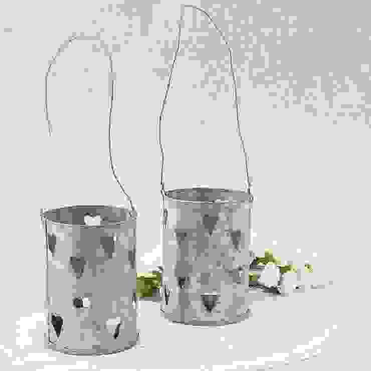 Farolillo de latón para velas con corazones de Beautifulbluebrides.com Rústico