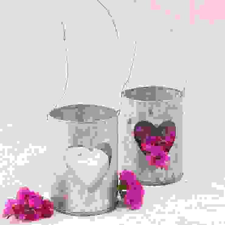 Farolillo de latón para velas con corazón de Beautifulbluebrides.com Rústico