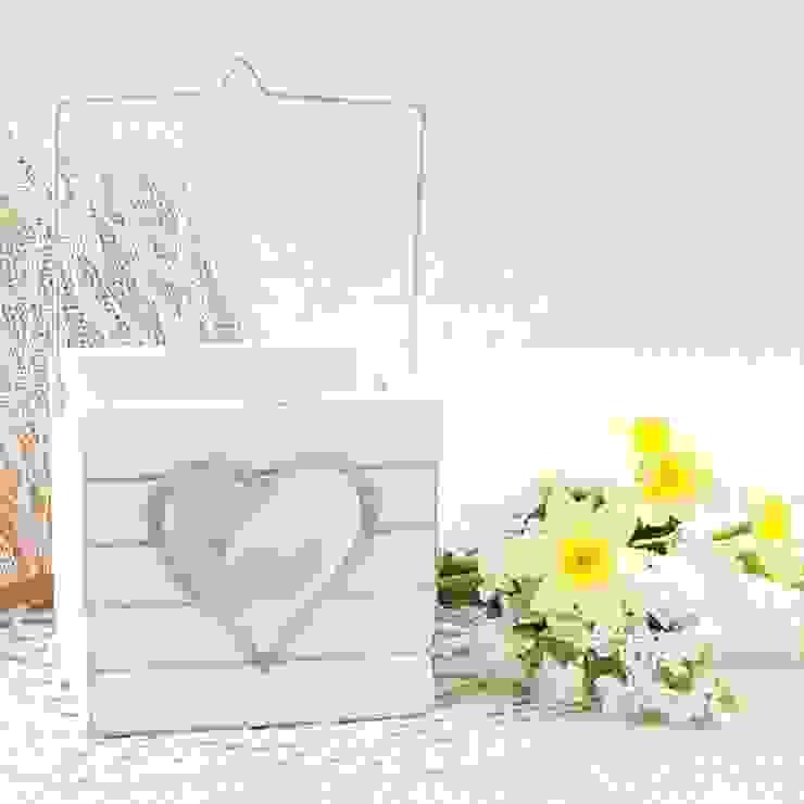 Farolillo de madera blanca para vela con corazon de Beautifulbluebrides.com Rústico