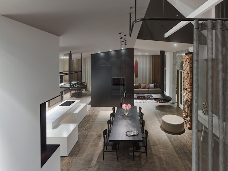 Dining room by Ippolito Fleitz Group – Identity Architects