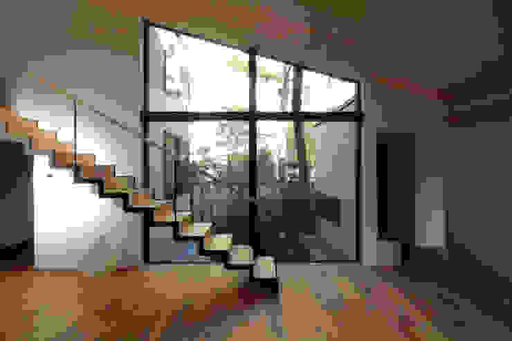 若林M邸 遠藤誠建築設計事務所(MAKOTO ENDO ARCHITECTS) モダンデザインの リビング