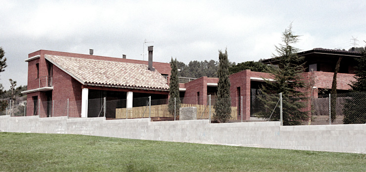 South façade Modern houses by FG ARQUITECTES Modern