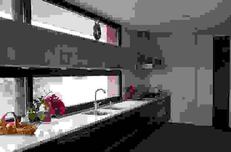 Kitchen Кухня в стиле модерн от FG ARQUITECTES Модерн