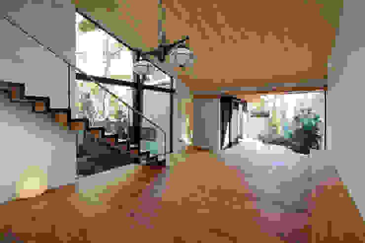 若林M邸 モダンデザインの リビング の 遠藤誠建築設計事務所(MAKOTO ENDO ARCHITECTS) モダン