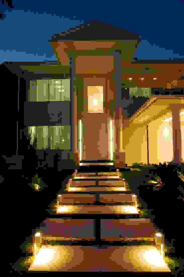 PROJETO LUMINOTÉCNICO Casas por Leles Arquitetura e Iluminação