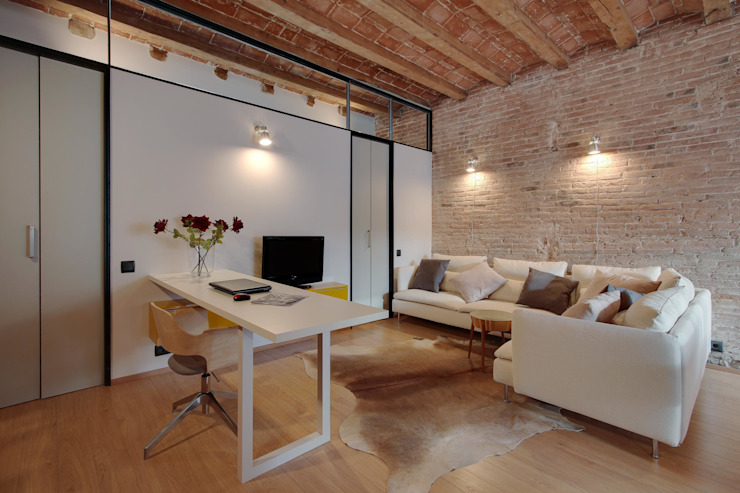 Salas de jantar mediterrânicas por Lara Pujol | Interiorismo & Proyectos de diseño Mediterrânico