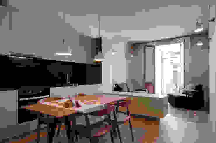 現代  by Lara Pujol  |  Interiorismo & Proyectos de diseño, 現代風