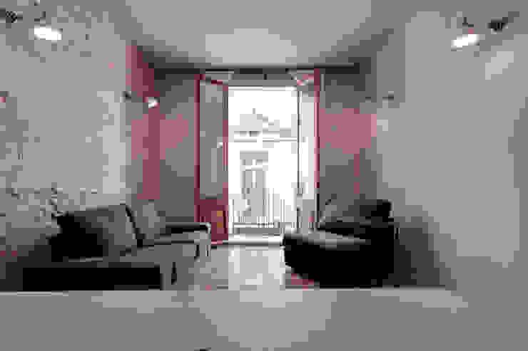 de estilo  por Lara Pujol  |  Interiorismo & Proyectos de diseño , Moderno